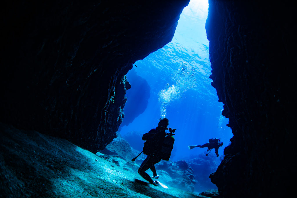 3本目「島尻崎ホール」 洞窟に差し込む光が最高