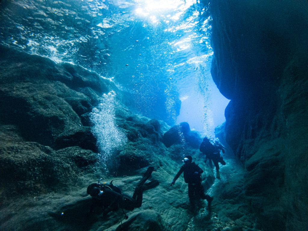3本目は紺瀬へ。綺麗な洞窟です