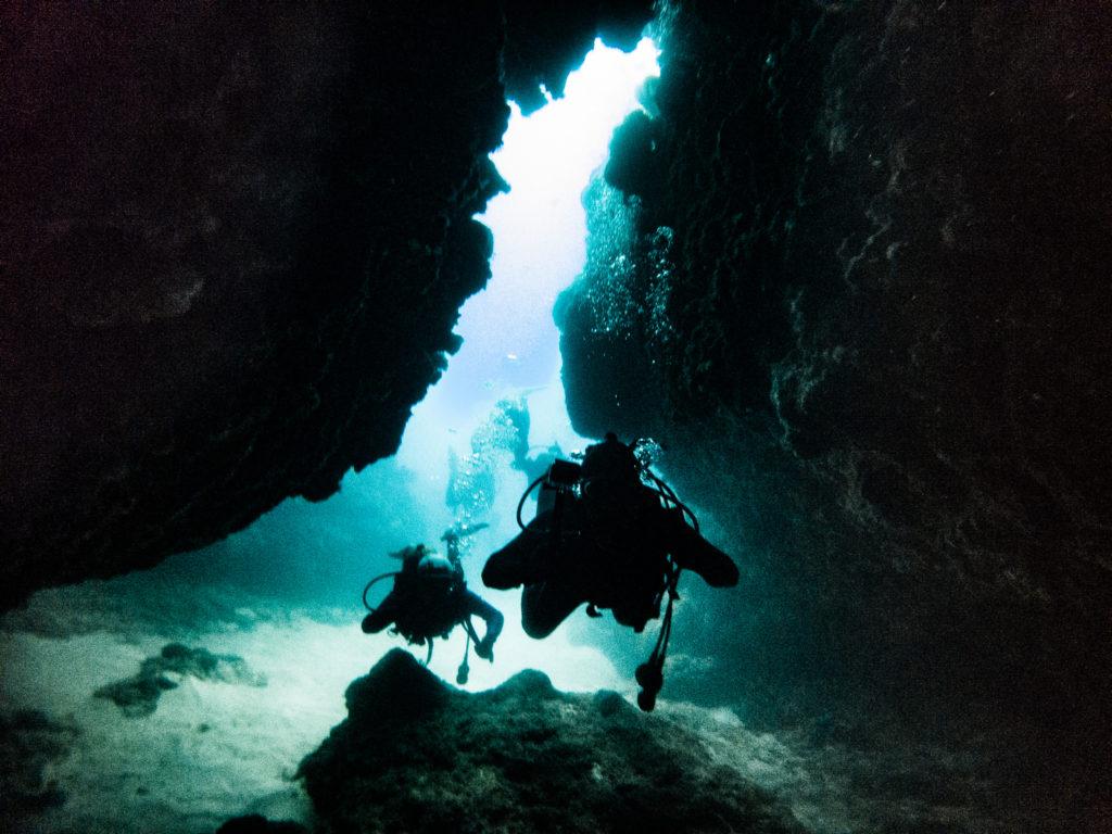 地形ポイントで洞窟をたくさん巡りました