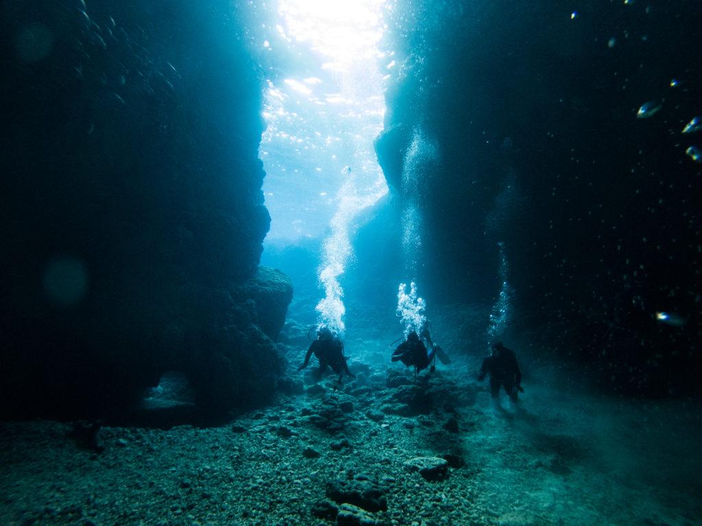 朝一の青の洞窟