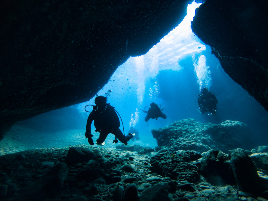 天気がいいと洞窟もきれいだな